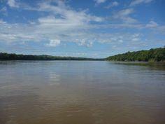 """Trecho do rio pelo qual em dezembro de 2009 """"rodamos"""" e nadamos até conseguir empurrar o caiaque inundado para a margem esquerda e esvaziá-lo"""