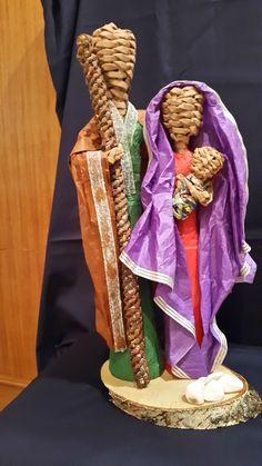 por Elmar. Oficina D´Artes Christmas Nativity, Christmas Diy, Christmas Decorations, Diy And Crafts, Arts And Crafts, Weaving Designs, Newspaper Crafts, Weaving Art, Paper Dolls