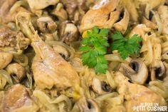 Comment préparer un poulet aux champignons en cocotte. Recette facile. Il n'y a pas meilleurs plats que les recettes de poulet en cocotte. Un vrai régal !