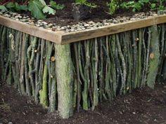 Garten-gestalten-mit-kreativer-Rasenkante-und-Beetumrandung-aus-Zweigen