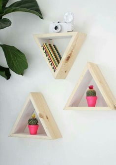 DIY Wall Shelf Triangular Wooden Shelves Flower Pots Flowers Plant Staples Photo Frame - The Home Decor Trends Home Decor Bedroom, Diy Room Decor, Wall Decor, Diys, Diy Casa, Diy Wall Shelves, Wooden Shelves, Hanging Shelves, Kitchen Shelves