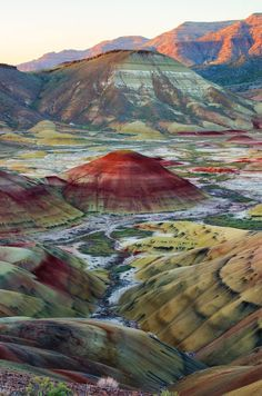 The Painted Hills in central Oregon | travel destinations | pacific northwest travel | Oregon hikes | travel photography
