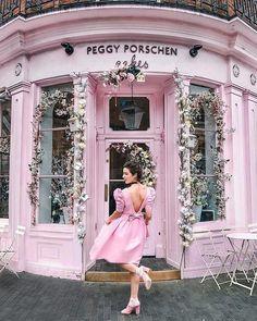 45 ideas for pink door boutique store fronts Cake Shop Design, Cafe Design, Store Design, Casas Shabby Chic, Estilo Shabby Chic, Boutique Store Front, Boutique Stores, Peggy Porschen Cakes, What's My Favorite Color
