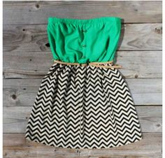 The top part is green and the bottom part is white and Blake stripes that are Zigzag also the dress a brown belt Cute Summer Dresses, Cute Dresses, Summer Outfits, Cute Outfits, Summer Clothes, Casual Dresses, Amazing Dresses, School Outfits, Casual Wear