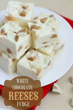 White Chocolate Reeses Fudge - so good and so easy! White chocolate chips, white chocolate reeses, & marshmallow creme make this fudge so yummy! Köstliche Desserts, Delicious Desserts, Dessert Recipes, Yummy Food, White Desserts, Dessert Healthy, Fudge Recipes, Candy Recipes, Frosting Recipes