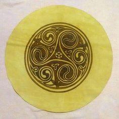 mandala em couro - triskle celta