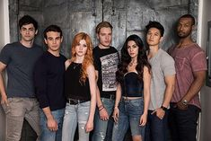 To all the New York Shadowhunters and beyond! Get ready to get your dose of Shadowhunters as the show returns to New York Comic-Con this October! The cast and new executive producers Todd Slavkin a…
