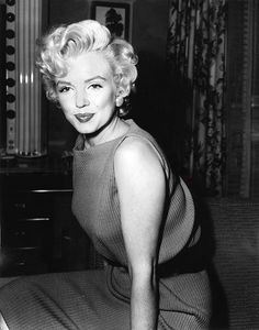 April 1954, Marilyn's suspension from Fox officially ended, and within 2 days, she was at the studio. Thursday, April 15, she held a press conference in her dressing-room at Fox.