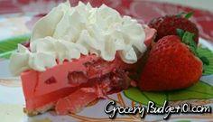 Super simple strawberry pie Strawberry Jello Pie, Strawberry Recipes, Low Fat Desserts, Jello Recipes, Cake Recipes, Sweet Pie, Cheap Meals, Pie Cake, Pie Dessert
