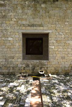 Casa de Huespedes Ilustres - Rogelio Salmona Water Architecture, Architecture Design, Dream Garden, Country Decor, South America, Brick, Mid Century, Construction, Courtyards