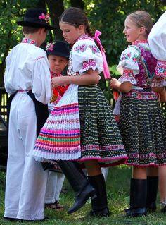 Podpoľanie, Slovakia Folk Costume, Costumes, Hand Painted Furniture, European Countries, Czech Republic, Traditional Outfits, Montessori, Folk Art, Culture