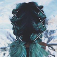 Kitsch x Justine rhinestone hair clips + dutch braids for festival season Clip Hairstyles, Black Girls Hairstyles, Festival Hairstyles, Bohemian Nails, Black Brown Hair, Hippie Hair, Fantasy Hair, Unicorn Hair, Green Hair