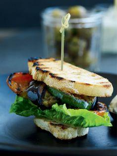 Vegeburger med grillet grønt og svampecreme - Boligliv