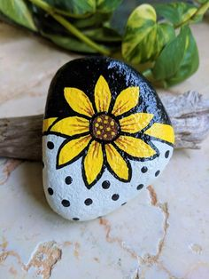 Painted Rocks Beach Stones Paperweight Gifts Under 20 Plant Marker Collectible Sunflower - Painting Rock Painting Patterns, Rock Painting Ideas Easy, Rock Painting Designs, Paint Designs, Pebble Painting, Pebble Art, Stone Painting, Painting Art, Painted Rocks Craft