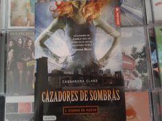 """""""Cazadores de Sombras: Ciudad de Hueso """" escrito por Cassandra Clare"""