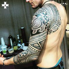 Done by resident artist Rod Medina at Giahi Tattoo & Piercing Studio Winterthur. #samoantattoosmen