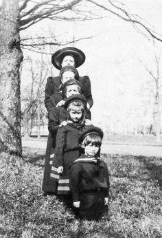 GD Tatiana, GD Maria, GD Anastasia, GD Alexey with pss Alice of Greece and Denmark. Tsarskoe Selo, 1908.