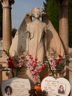 A very cool cemetery in Nice, France Cemetery Angels, Cemetery Statues, Cemetery Art, Land Of The Living, Angels Among Us, Nice France, Mount Rushmore, Creepy, Sculptures