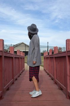 autumn, fall look, plaid, knit, grey fedora, plaid dress, grey knit, oversized sweater, nike, air max, metallic sneakers, street style, casual, @thatgirlju