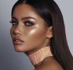 30 Summer Makeup Ideas For Brunettes With Dark Skin The skin is set only with the foundation, without a powder. Highlighter adds a lot of shine to your skin, so this can be perfect summer party makeup. Makeup Hacks, Makeup Inspo, Makeup Tips, Makeup Ideas, Makeup Trends, Makeup Goals, Makeup Tutorials, Beauty Make-up, Beauty Hacks
