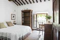 Ebbio's bedroom, summer,  homey, cosy, countryside, semplicity, contemporary art gallery,   hospitality, agriturismo, retrat, holyday, vacation, italian villa tuscany, monteriggioni, siena, teambuilding, retreat, seminary, teachertraining, yoga, family, holyday  credits: @sibilladevuono homedecor, recicled, antique, treasure finder, stylist  @romainricard picture @camilletricoire flowers and composition