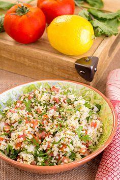 Tabule (Arabic salad of bulgur) Tabulé or tabbouleh Arabic Salad, Clean Eating, Healthy Eating, Falafel, International Recipes, Cobb Salad, Cantaloupe, Risotto, Vegan Recipes