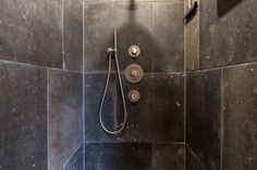 Badkamer, douche, robuust, stoer, donker, zwart, grijs ...