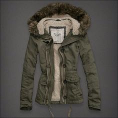 faux fur lined winter coat military style // abercrombie and fitch winter jackets women Winter Jackets Women, Fall Jackets, Military Jackets, Casual Jackets, Fall Winter Outfits, Autumn Winter Fashion, Dress Winter, Mein Style, Looks Street Style