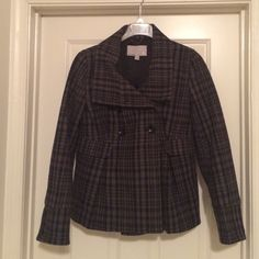 Old Navy Pea Coat Black and grey winter pea coat. Falls to about the hip (I'm 5'7). She'll is 70% wool 30% Nylon. Dry clean only. Only worn a few times. Great condition.  ✨Offers always considered! ✨ Old Navy Jackets & Coats Pea Coats