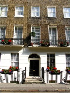 "'It took some time to reach Russell Square which was of recent date, built on the site Bedford house, when this ducal mansion had been demolished 14 years previously."" This pic -Georgian house, Russell square, London Georgian Architecture, London Architecture, Historical Architecture, Georgian Townhouse, Georgian Homes, Georgian Residence, Street House, Town House, Bedford House"