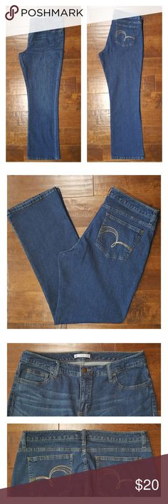 "Lee Slender Secret Boot Cut Jeans Nice Slender Secret Jeans are a boot cut style in a medium wash. 98% cotton and 2% spandex. 32"" inseam. Worn only a couple times these jeans are in excellent condition. Lee Jeans Boot Cut"