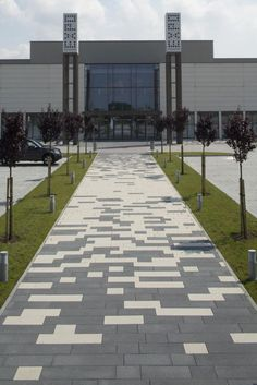 Find out the Key to Landscaping Design and make your design projects sizzle. Brick Driveway, Brick Paving, Driveway Design, Paver Walkway, Pavement Design, Interlocking Pavers, Paving Pattern, Paving Design, Farm Layout