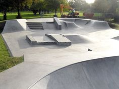 Ealing skate park - Click on image to enlarge Skate Ramp, Skate 3, Backyard Skatepark, Parque Linear, Parking Design, Street Furniture, Architecture Design, Photo Galleries, Surfing