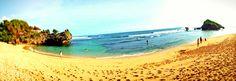 Tepi pantai Sundak . Sisi selatan Yogyakarta . Indonesia