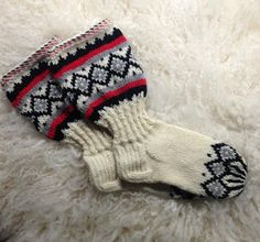 Knitting Socks, Mittens, Knit Crochet, Gloves, Slippers, Tricot, Stockings, Knit Socks, Fingerless Mitts