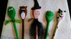 room on the broom wooden spoons Story Sack, Room On The Broom, Felt Finger Puppets, Spoon Art, Puppet Crafts, Family Crafts, Wooden Spoons, Diy For Kids, Arts And Crafts