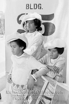 An Applejack Hat moment with the Jackson 5 (Jermaine Jackson, Jackie Jackson, Marlon Jackson, and Michael Jackson. Jackie Jackson, The Jackson Five, Jackson Family, Janet Jackson, Jermaine Jackson, Abc Studios, King Of Music, The Jacksons, I Love Music