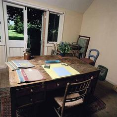 "Throughout her life as a writer Virginia Woolf paid attention to the physical act of writing. According to Quentin Bell, Virginia Woolf's nephew and biographer, Woolf ""had a desk standing about three… Willem De Kooning, Virginia Woolf, Pablo Picasso, Writers Desk, Writers Write, Writing Studio, Writing Area, Essay Writing, Room Of One's Own"