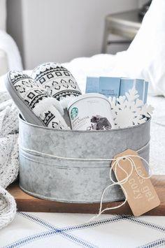 Farmhouse Style Gift Baskets - Little Glass Jar Farmhouse Style Gift Basket Ideas Christmas Gift Baskets, Diy Christmas Gifts, Holiday Gifts, Christmas Decorations, Christmas Holiday, Easy Gifts, Creative Gifts, Homemade Gifts, Homemade Birthday Presents