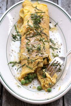Brown Butter, Peas, and Mint Omelette by Saveur. Rich, nutty brown butter perfectly offsets the fresh flavor of sweet peas and mint. Veggie Recipes, Whole Food Recipes, Vegetarian Recipes, Cooking Recipes, Healthy Recipes, Pea Recipes, Veggie Meals, Breakfast Desayunos, Breakfast Recipes
