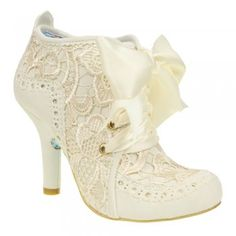 Mid 1800's early 1900' vintage style. Irregular choice abigail's third party cream mid heel shoe boot