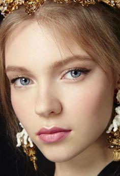 Siren's luxurious formula treats lips to an infusion of beautifying organic…