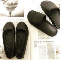 "mono-kiroku on Instagram: ""キャンドゥでEVAサンダルとパンプスをget! 水に濡れても平気だし、軽い。 そして、無駄なデザインのないシンプルなフォルムがお気に入り♡ #キャンドゥ #100均 #キャンドゥ購入品 #サンダル #パンプス"" Pool Slides, Sandals, Shopping, Shoes, Instagram, Interior, Fashion, Moda, Shoes Sandals"
