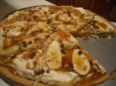 Banana Toffee Pizza from Food.com:   								This is a Pampered Chef recipe I had recently at a party I hosted. It is incredible! It is absolutely to die for! Prep time includes baking the pie shell, but not cooling it. Cooking time is dressing the pizza.