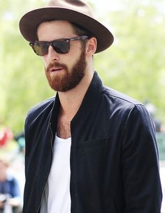 2014newyork fashion week streetstyle for men. chic tortoiseshell sunglasses you must love. #sunglasses #men #fashion