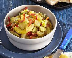 JenProŽeny » Bramborový salát s tvarůžky Fruit Salad, Food, Red Peppers, Fruit Salads, Essen, Meals, Yemek, Eten