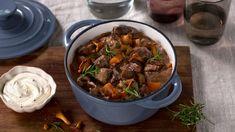 Denne oksegryten er en norsk vri på den franske klassikeren boeuf bourguignon. Rosmarin og sopp gjør gryten til skikkelig varmende høstmat. Norwegian Food, Stew, Meat, One Pot