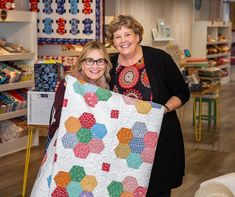 We had a BUNCH of fun welcoming Maureen McCormick to Quilt Town, USA! 💫 You probably remember from her iconic role as Marcia… Missouri Star Quilt Pattern, Missouri Quilt, Star Quilt Patterns, Star Quilts, Quilt Blocks, Quilt Tutorials, Sewing Tutorials, Sewing Ideas, Maureen Mccormick