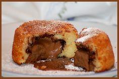 Mini gâteau au yaourt au coeur gourmand (Mini yogurt cakes with molten chocolate centers)