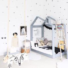 Such a cute room from @jujuzozokids 💙 #scandistyle #kidsinteriors #kidsinteriordesign #kidsrooms #kidsroomdecor #kidsroomdecoration #childrensroomdecor #childrensroom #barnrum #barnerom #genderneutralnursery #boysnursery #nurserydecor #nurseryfurniture #kidsrugs #childrensrugs #kidzroom #quartodebebe #designinspiration #chambrebebe #decoenfant #monochrome
